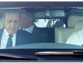 أمير قطر يقود سيارة وبجواره أردوغان
