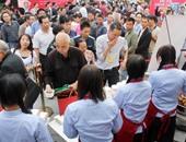تجمع الصينين للحصول على بعض من الشوربة