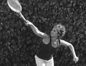 """باربرا سترايسند تلعب """"التنس"""""""