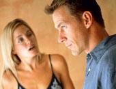 رجل يتشاجر مع زوجته - أرشيفية