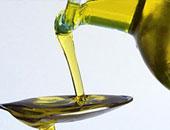 دهان زيت الزيتون والابتعاد عن استعمال المنظفات الصناعية يقى الجلد من التقشر