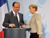 رئيس فرنسا فرانسوا هولاند بجانب المستشارة الالمانية انجيلا ميركل