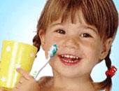 الإفراط فى غسل الأسنان قد يضر أكثر مما ينفع