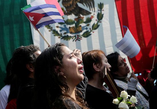 الاف الكوبيين يودعون كاسترو من ميدان الحرية فى هافانا