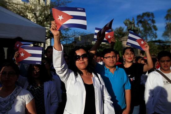آلاف الكوبيين فى وداع كاسترو