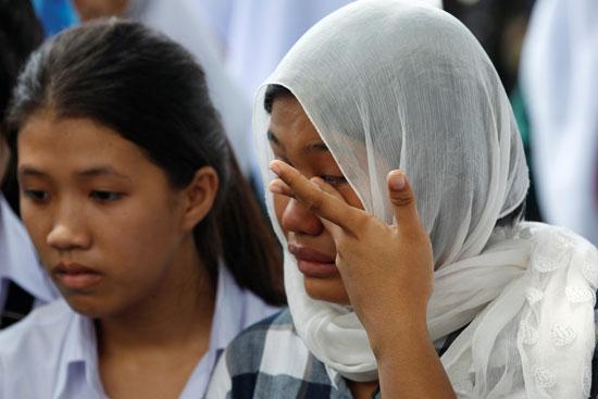 حزن ودموع على ضحايا السفينة الغارقة