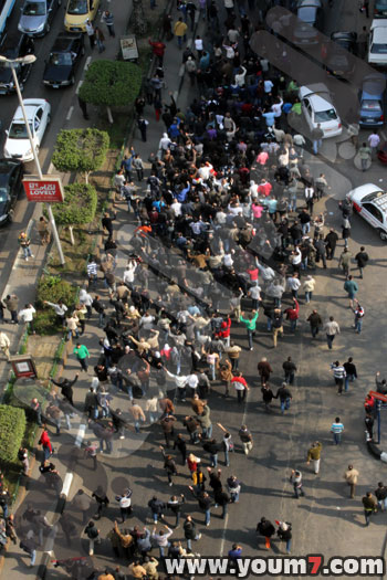 Demonstrations on anger in Egypt pictures  10