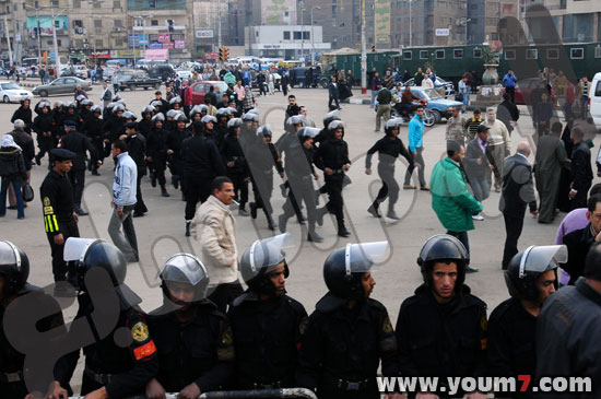 Demonstrations on anger in Egypt pictures  11
