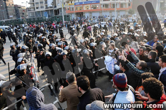 Demonstrations on anger in Egypt pictures  12
