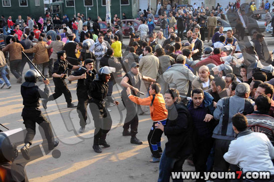 Demonstrations on anger in Egypt pictures  13