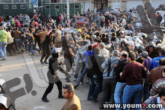Demonstrations on anger in Egypt pictures  14
