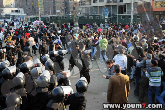 Demonstrations on anger in Egypt pictures  20