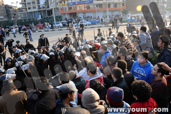 Demonstrations on anger in Egypt pictures  21