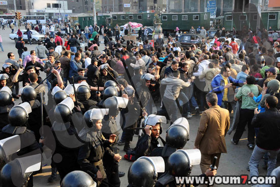Demonstrations on anger in Egypt pictures  28