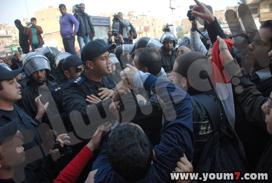 Demonstrations on anger in Egypt pictures  35