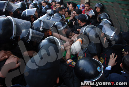 Demonstrations on anger in Egypt pictures  36