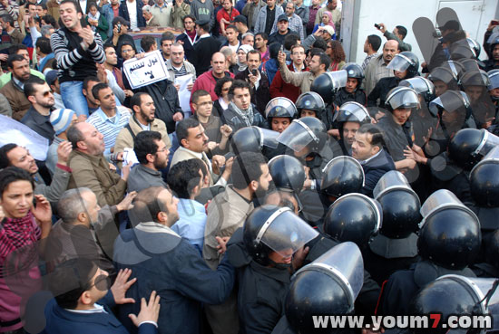 Demonstrations on anger in Egypt pictures  38