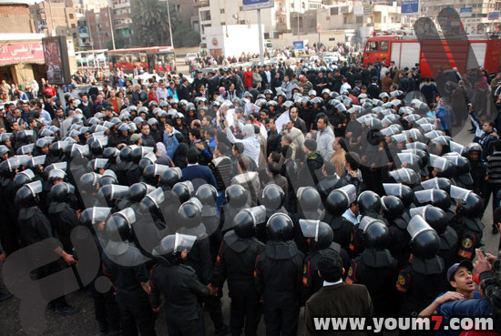 Demonstrations on anger in Egypt pictures  39