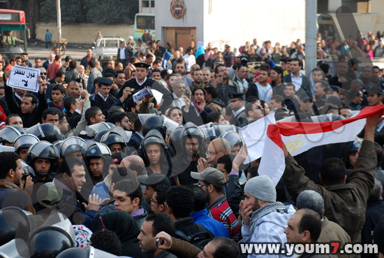 Demonstrations on anger in Egypt pictures  40