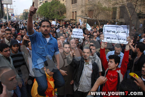 Demonstrations on anger in Egypt pictures  42