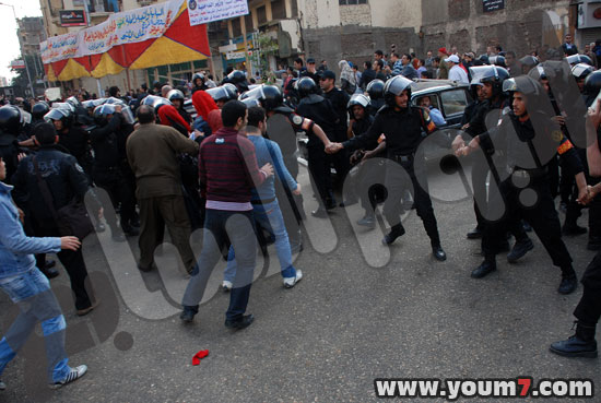 Demonstrations on anger in Egypt pictures  44