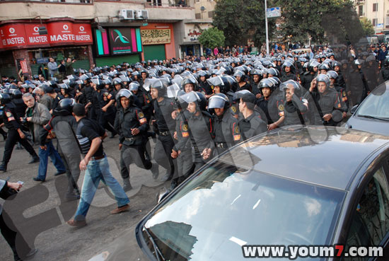 Demonstrations on anger in Egypt pictures  45