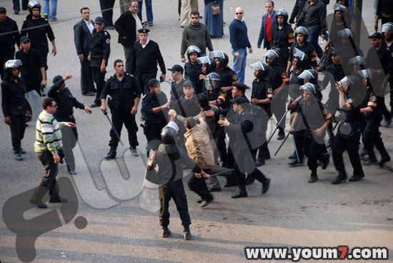 Demonstrations on anger in Egypt pictures  47