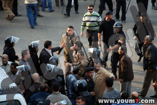 Demonstrations on anger in Egypt pictures  49