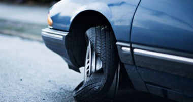 المرور يحذر  أصحاب السيارات من تركيب إطارات قديمة حماية لأرواح المواطنين