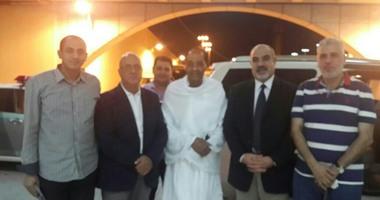 ننشر أول صورة للمشير طنطاوى بملابس الإحرام مع أعضاء بعثة الحج