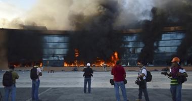 عالمي متظاهرون يضرمون النار حكومة ولاية جيريرو بالمكسيك 1020141451535.jpg