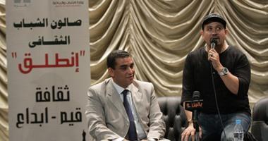 وزارة الشباب تكرم الفنان هشام عباس على مجهوداته لتبنى المواهب الشابة