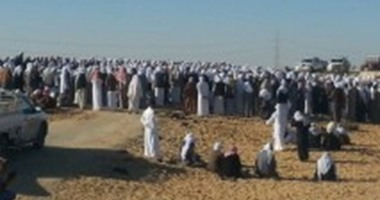 أبناء سيناء يشاركون فى تشييع جنازة شيخ الطريقة الجريرية الأحمدية
