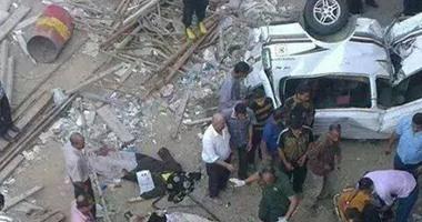 نشطاء يتداولون صورة لحادث سقوط ميكروباص من أعلى كوبرى بالإسكندرية
