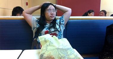 فتاة صينية تقضى أسبوعًا كاملاً