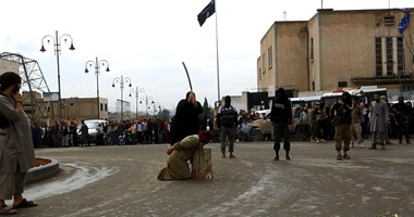بالصور..  داعش  تقطع رؤوس مواطنين فى سوريا بعد اتهامهم بـ سب الدين