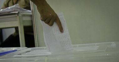 المصريون فى الكويت يتوافدون على مكاتب البريد السريع للتصويت بانتخابات مجلس النواب