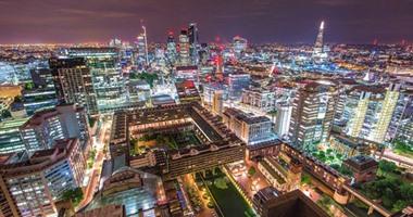متبصش لتحت.. مصور شاب يغامر بحياته ليعرض لندن فى أجمل صورها