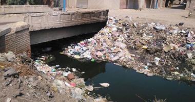صحافة المواطن.. أهالى قرية بالغربية يشكون تراكم القمامة بالمصارف