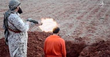 بالفيديو والصور.. داعش يعدم شخص رميًا بالرصاص ويسحل آخر فى شوارع ليبيا