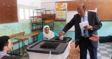 بالصور.. وزير التموين يدلى بصوته فى الإسكندرية ويطالب المواطنين بالمشاركة