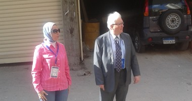 بالصور.. القنصل الأمريكى يتفقد سير العملية الانتخابية بالإسكندرية