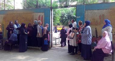 بالصور..إقبال الناخبين للتصويت فى اللجان الانتخابية بالهرم وسط تشديدات أمنية