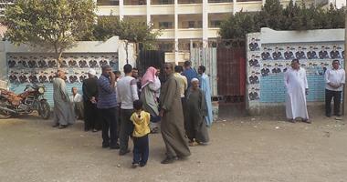 مرشح حزب النور فى دائرة الصف يخرق الصمت الانتخابى قبل بدء التصويت