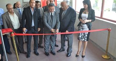 وزير القوى العاملة يفتتح خط إنتاج بمصنع تعبئة المياه الغازية