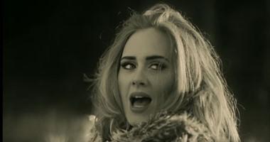 """بالفيديو.. جمهور أديل يتجاهل نجاح """"Hello"""" ويختار""""Rolling in the Deep"""" كأفضل أغنية لها"""