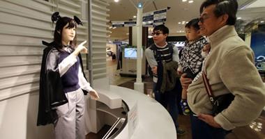 بالصور.. روبوت توشيبا الجديد يتحدث بأكثر من لغة ويستقبل الزوار فى المتاجر