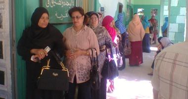 بالفيديو.. توافد السيدات للتصويت فى لجان البدرشين بعد انخفاض درجات الحرارة  اليوم السابع