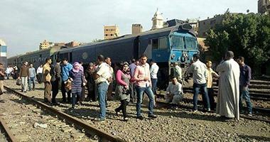أهالى بالإسكندرية يعترضون قطارات مرسى مطروح بعد غرق منازلهم بمياه الأمطار