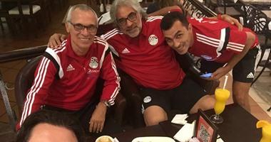 أحمد ناجى ينشر صورة لجهاز المنتخب الأول فى مارينا الإمارات